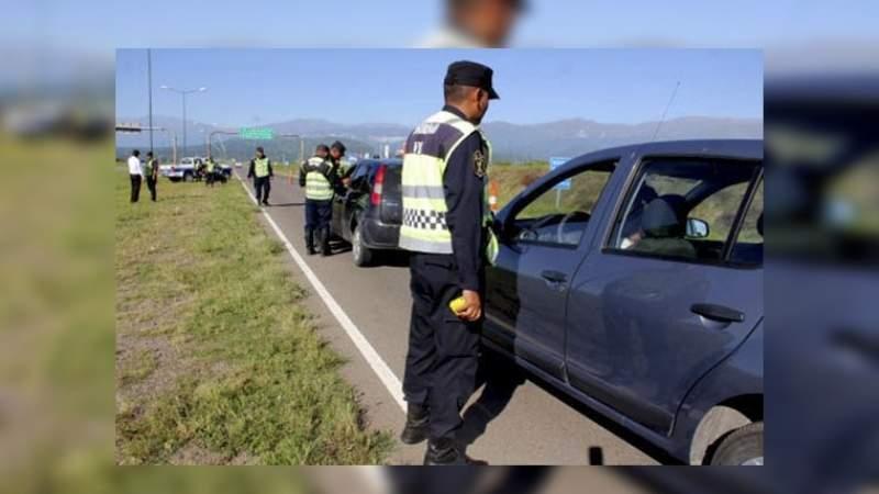 Remis tucumano fue interceptado en Salta con pasta base