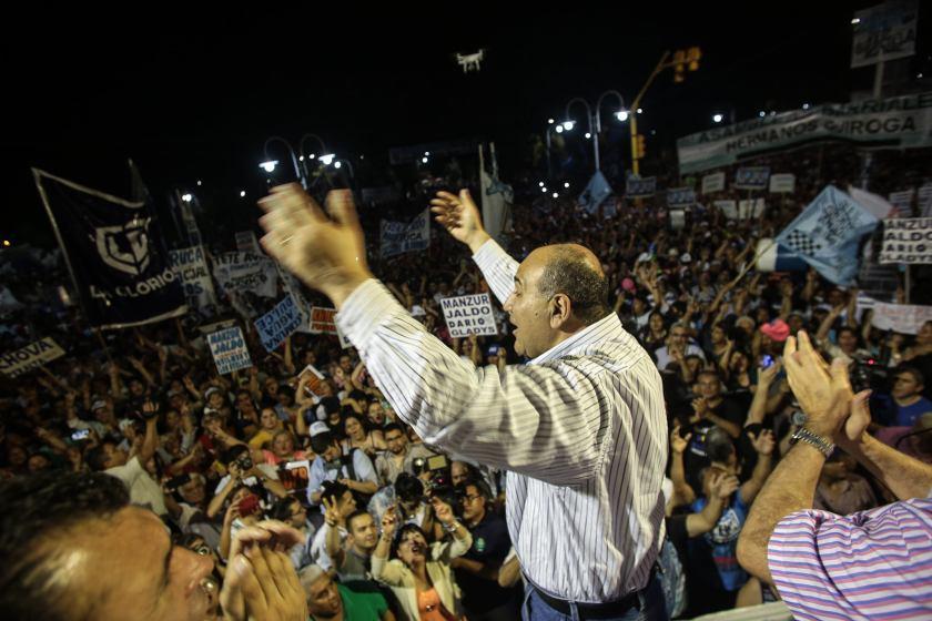 """Manzur:  """"Faltan 17 días y Macri, ya está, se va"""""""