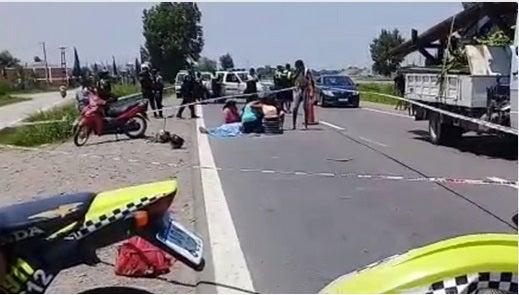 Murió un motociclista en la Autopista de Circunvalación: Lo embistió un camión de gran porte
