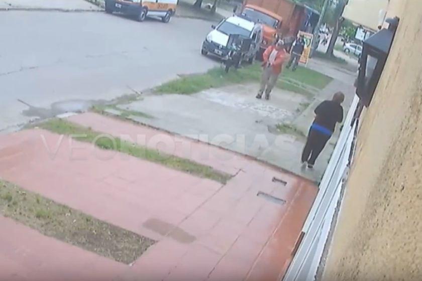 Un subcomisario mata a un ladrón por la espalda(VIDEO)