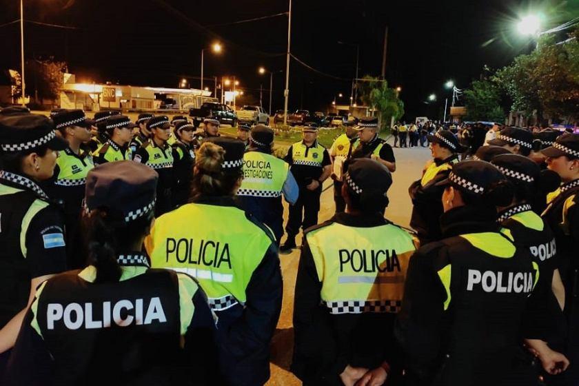 Unos 450 policías realizaron 43 allanamientos contra una banda dedicada a estafar con venta de autos
