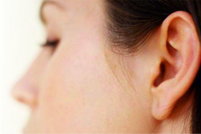 Su novio le arrancó la oreja a mordiscones: se la reimplantaron