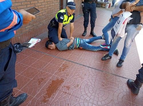 Quiso robarle a una mujer pero fue reducido por la Guardia Urbana, fue en Barrio Norte