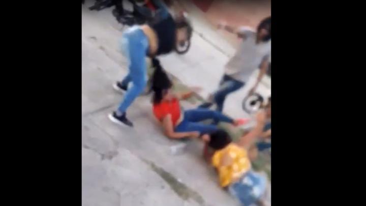 Una joven fue ferozmente golpeada por tres agresoras a la salida de un boliche, ocurrió Los Ralos (VIDEO)