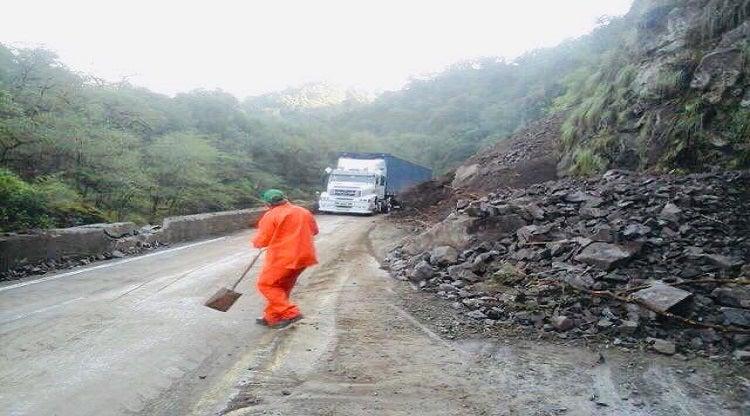 Ruta a los Valles: Hay cortes intermitentes mientras siguen limpiando la calzada