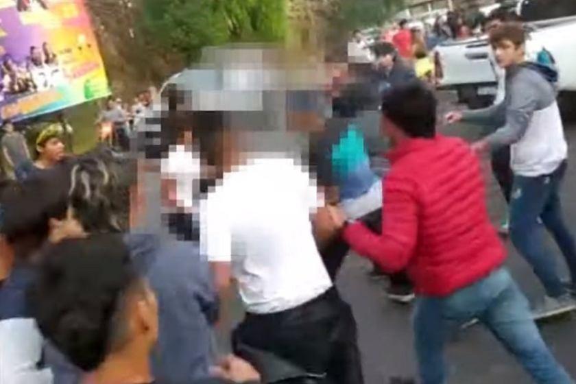 Violencia y mas violencia: Jóvenes tucumanos se agarraron a las piñas en Catamarca