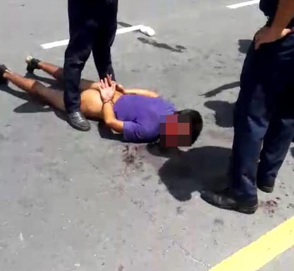 Ladron, intentó escapar, los vecinos lo atraparon, lo golpearon y lo dejaron desnudo (VIDEO)