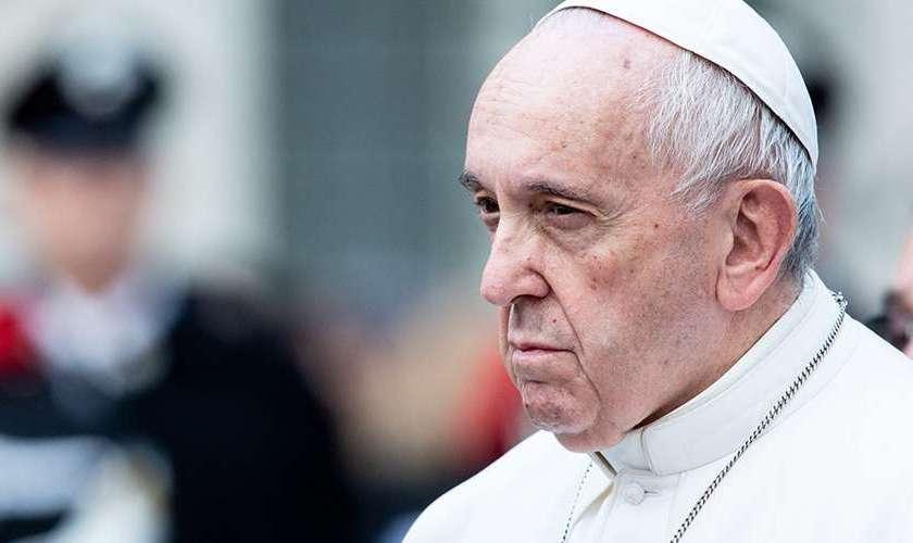 Francisco le retiró el estado clerical a un sacerdote chileno por abusos sexuales a menores