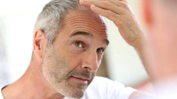 Se confirma que las canas sí salen por el estrés, según un estudio de Harvard