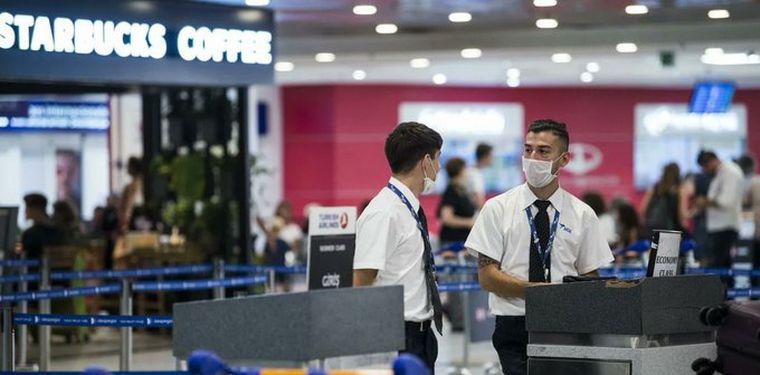 Por el Coronavirus: empleados y pasajeros de Ezeiza usan barbijos