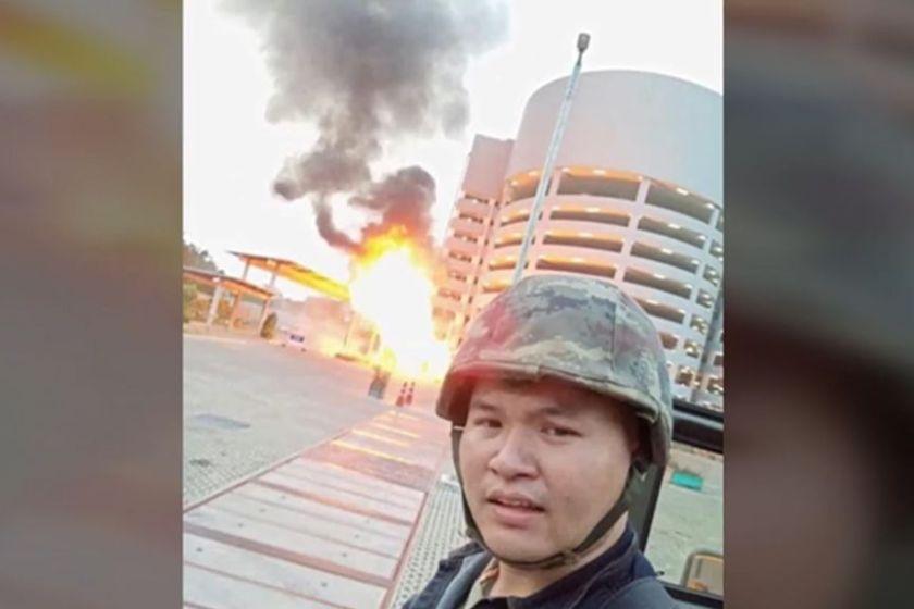 El sargento tailandes que acribilló a 20 personas en un centro comercial mató a un soldado de las fuerzas especiales y logró huir
