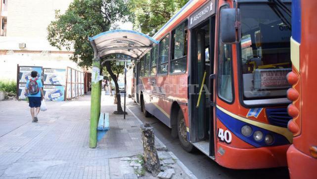 El Gobierno Provincial no abonó los subsidios al transporte