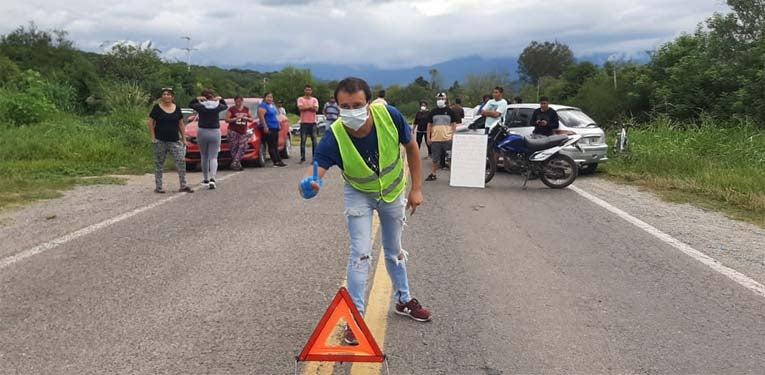 Los Vecinos de San Pedro de Colalao cerraron la ruta: no dejan pasar a nadie que no sea lugareño del pueblo