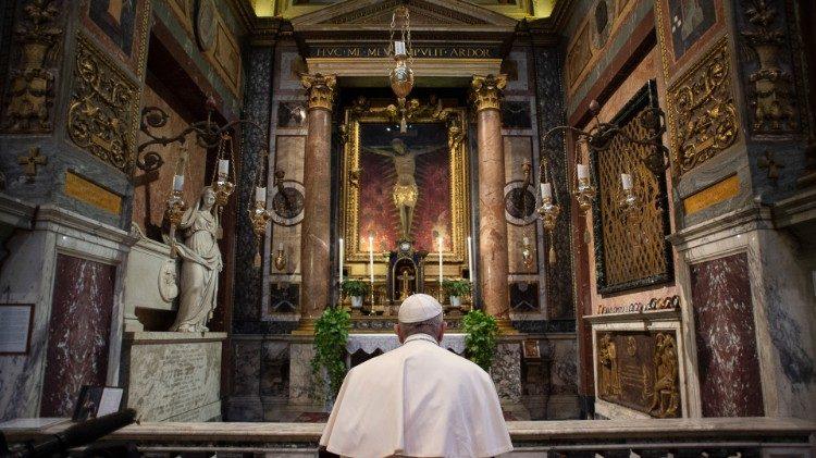 """Las dos oraciones Francisco para invocar el """"fin de la pandemia de Coronavirus"""""""