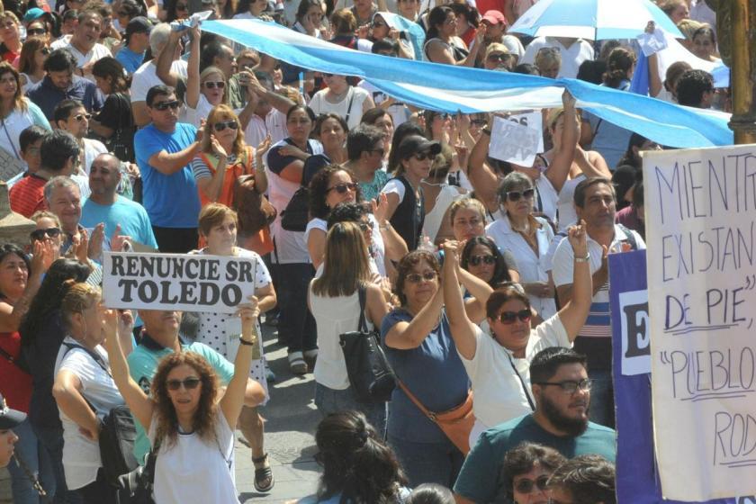 Por segundo dia consecutivo los docentes protestan en plaza Independencia