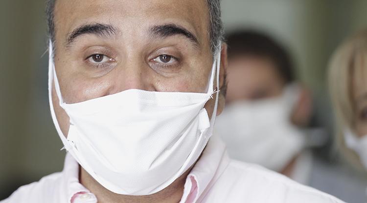 El gobernador Juan Manzur recomendó a los tucumanos usar barbijo cuando salgan a las calles