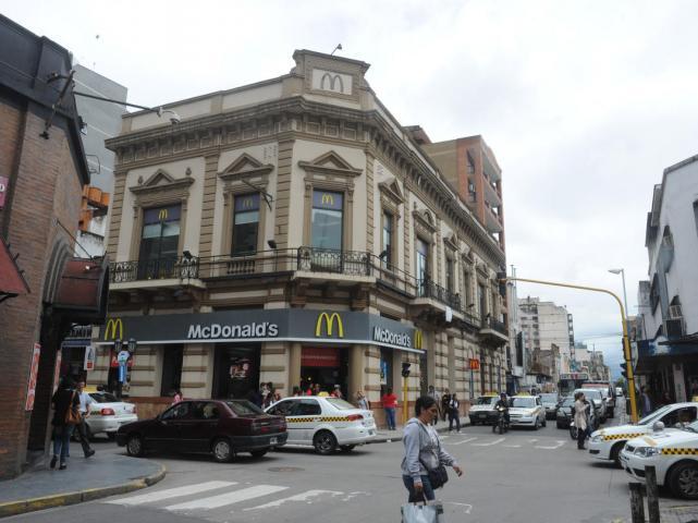 McDonalds les pagara entre 2.500 y 3.600 pesos POR MES a sus empleados mientras dure la pandemia