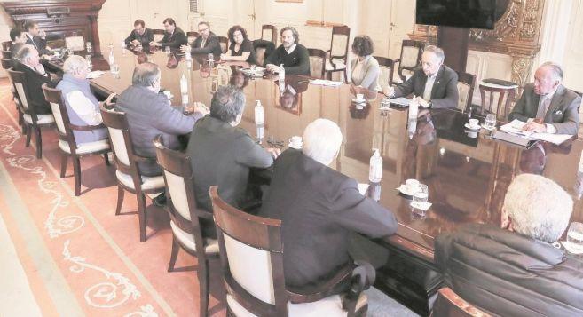 Con la aprobacion del Gobierno la UIA y CGT aceptaron una baja salarial de 25% para trabajadores suspendidos