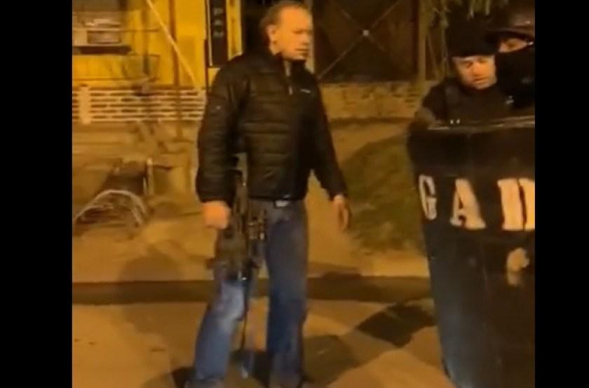 """""""Como Rambo"""", Berni con un fusil durante el operativo en Zárate"""