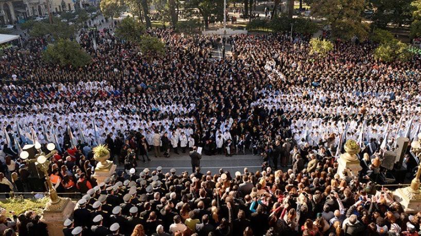 INDIGNACION EN TUCUMAN:Legisladores peronistas piden realizar en forma presencial el acto de Promesa a la Bandera