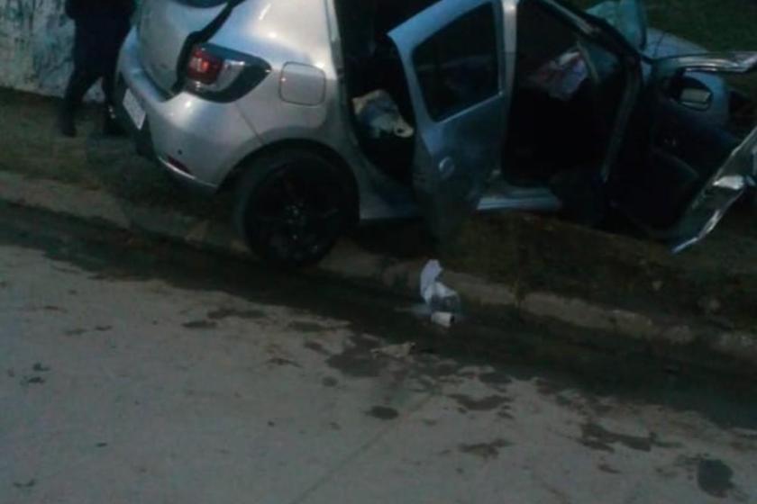 Estrelló su auto contra una pared en la avenida Perón