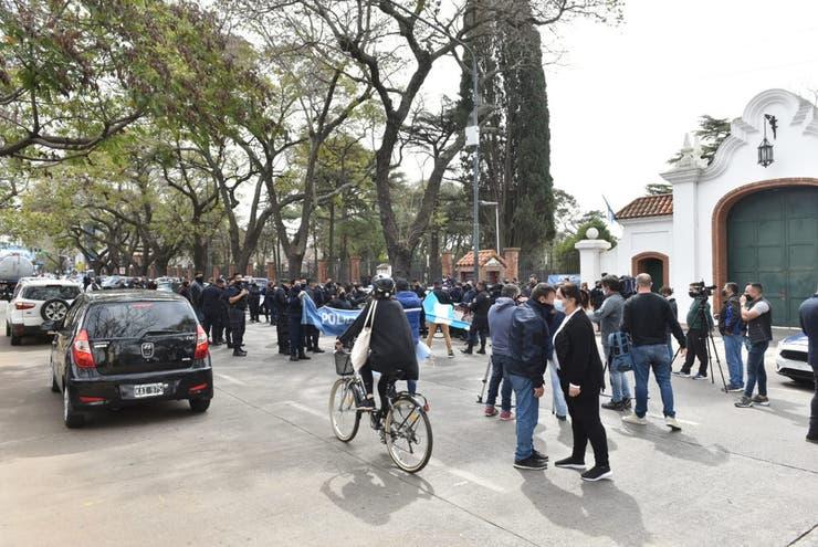 La oposicion  salio a repudiar la protesta policial en la quinta de Olivos