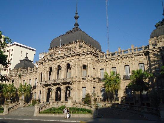 TUCUMAN: La administración publica no trabajara el lunes, se decreto asueto