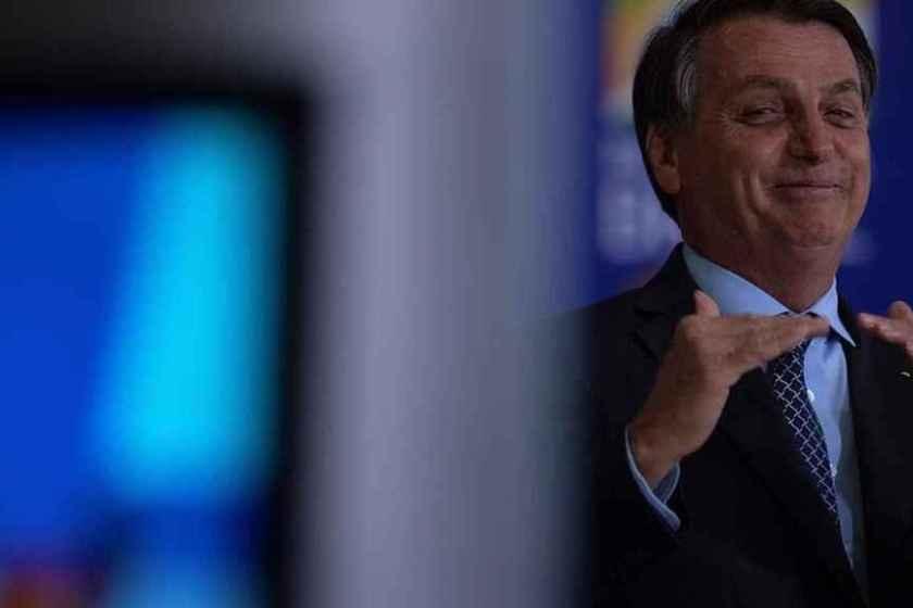 """Bolsonaro trató de """"maricas"""" a  los brasileños que le tienen miedo al coronavirus"""