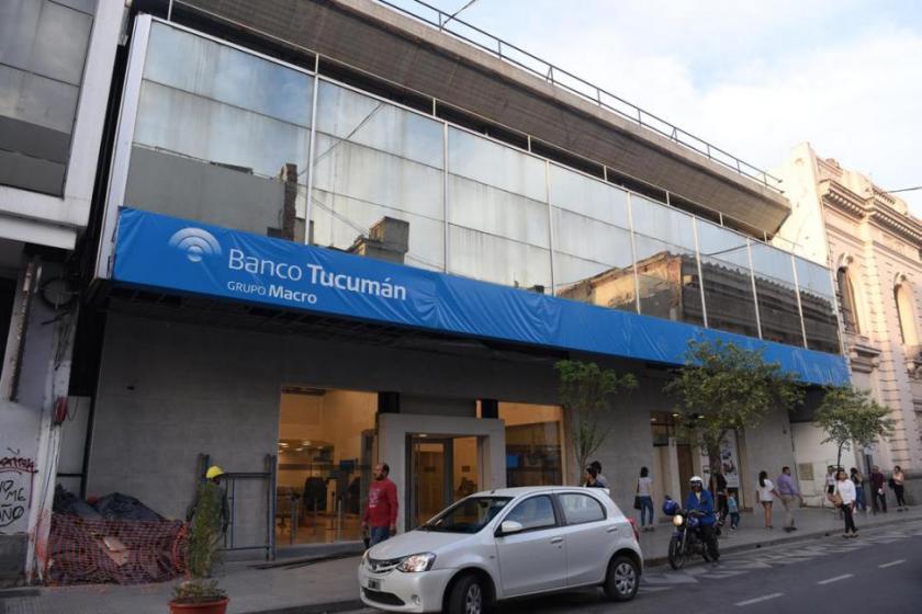 El banco MACRO estafo en mas de $ 11 millones a 17.000 docentes y estatales tucumanos