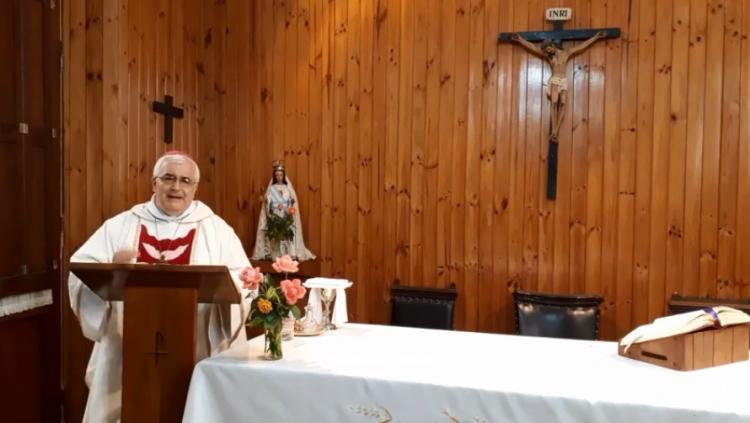 El arzobispo Carlos Sánchez celebró una misa navideña en el penal de Villa Urquiza