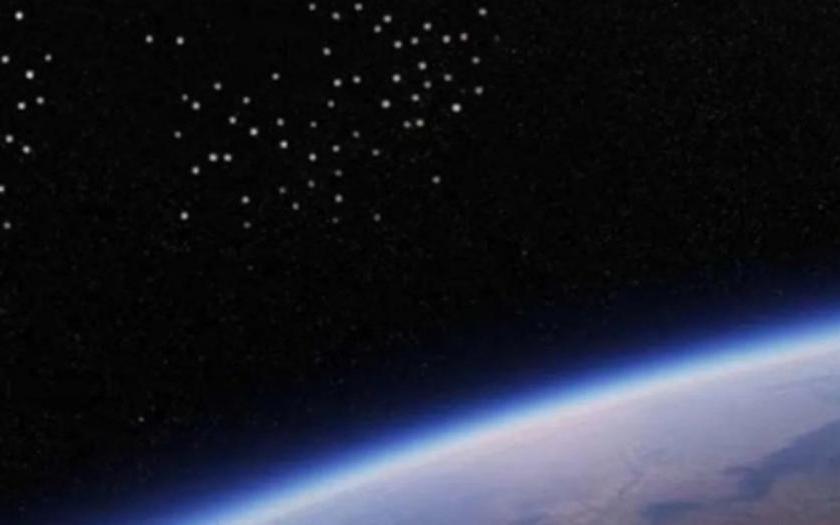 """"""" Alerta Muncial """": La Estación Espacial volvió a grabar una flota de cientos de ovnis rumbo a la Tierra"""