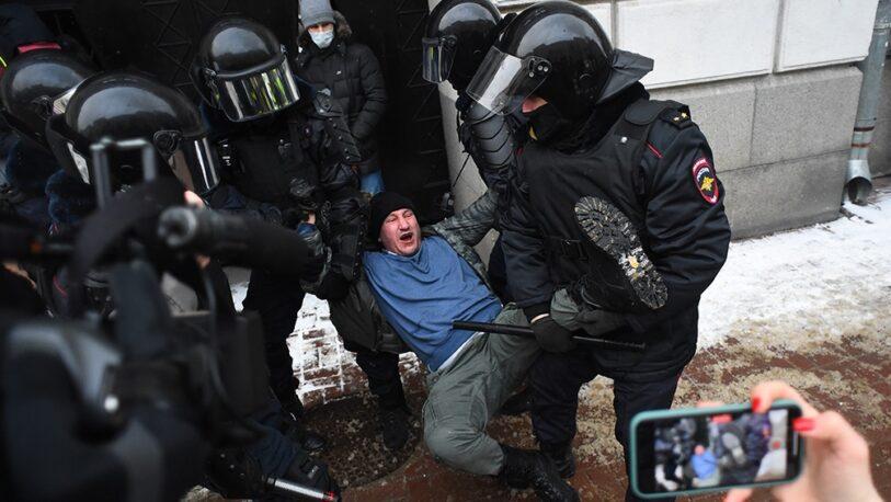 RUSIA: Brutal represión , ya son más de 5.000 los detenidos en las manifestaciones por la libertad del opositor Alexei Navalny