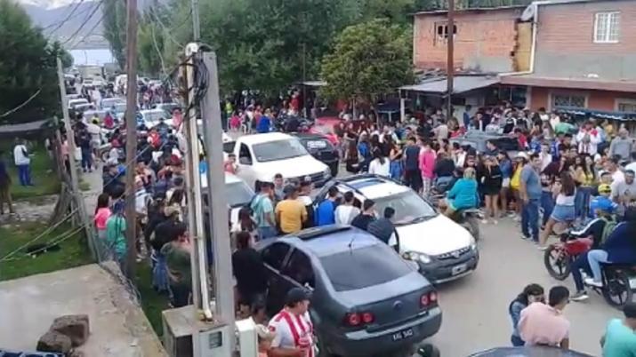""""""" Descontrol en El Mollar """": Los jóvenes se adueñan de las calles"""