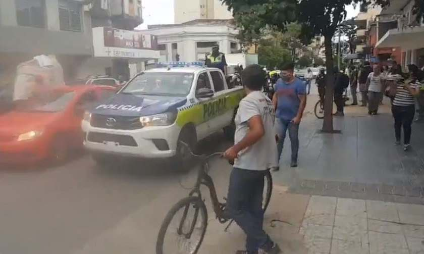 (VIDEO)Ciudadanos atraparon a dos motochorros en pleno microcentro tucumano(VIDEO)