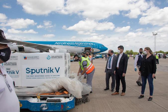 Llegaron 500 mil dosis de la vacuna Sputnik V