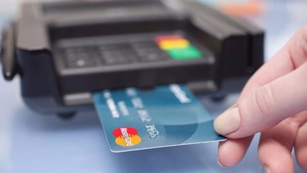 ECONOMIA FAMILIAR: la tasa de financiación con tarjetas para las 12 cuotas fijas subió al 132%