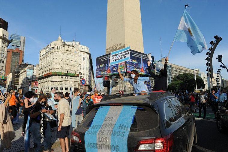 Los anticuarentena marchan en el país en contra de las nuevas restricciones