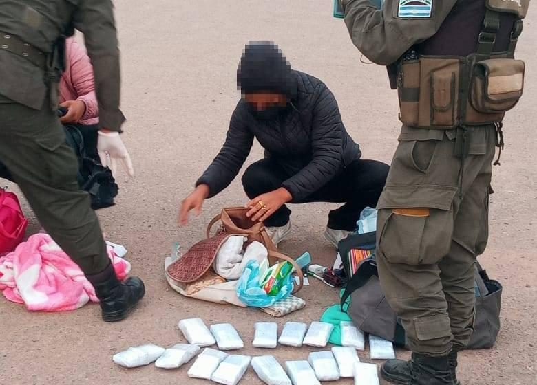 JUJUY : Gendarmería detuvo a 4 personas que trasladaban 372.900 dólares falsos en un automóvil