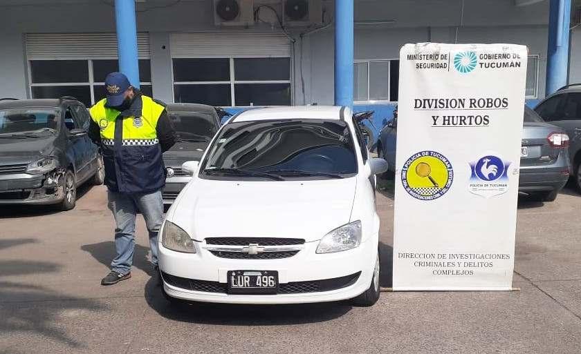 Encuentran en una concesionaria el auto que usó una banda de ladrones de vehículos