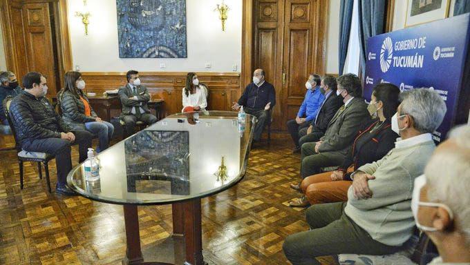 El gobierno de Manzur asistirá con $60 millones a trabajadores gastronómicos y de comercio