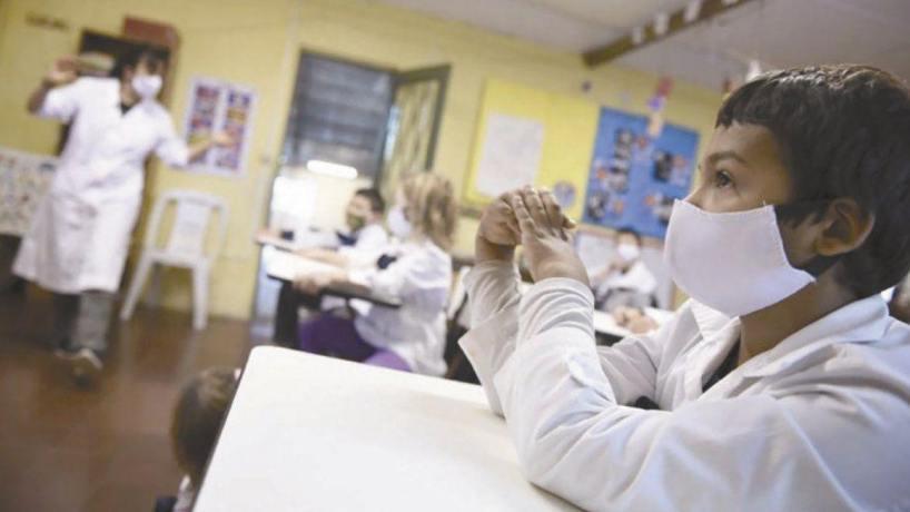A pesar de las restricciones dictadas por el COE en Tucuman, docentes y alumnos fueron obligados a concurrir a clases presenciales
