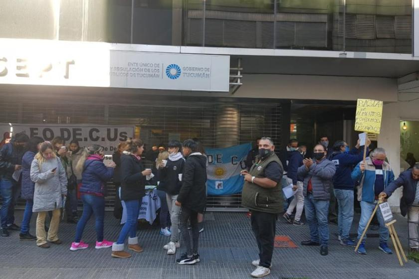 Tucumán: usuarios protestan a las puertas del ERSEPT