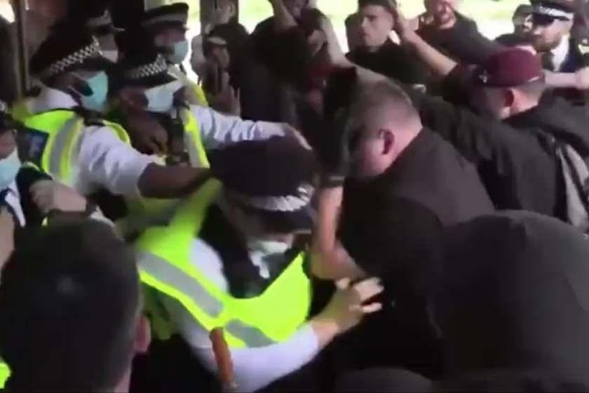 LONDRES: Manifestantes antivacunas asaltan oficinas de la BBC