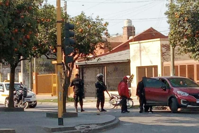 TUCUMAN: Un abogado fue demorado por llevar en su auto una planta de marihuana y un arma de fuego