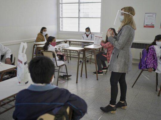 MUY GRAVE: solo 3 de cada 10 argentinos de los sectores más pobres terminaron la secundaria