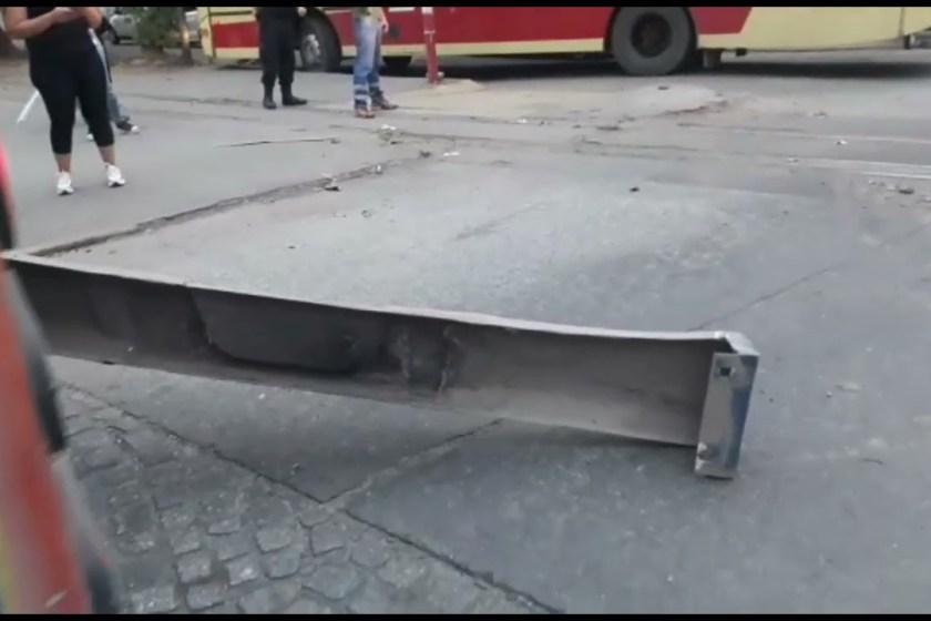 TUCUMAN: Tren chocó a un colectivo de la Línea 17