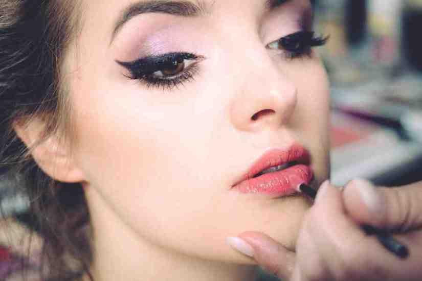 sueños con tener corrido el maquillaje