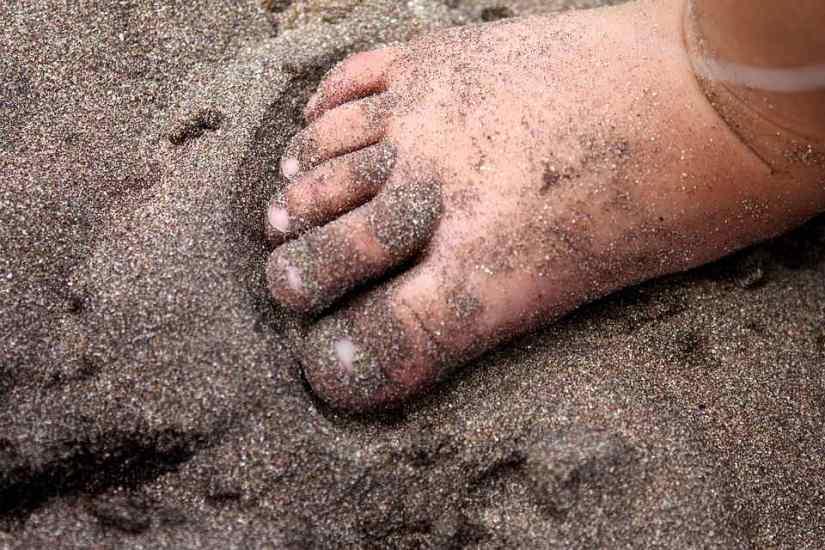 soñar con pies descalzos