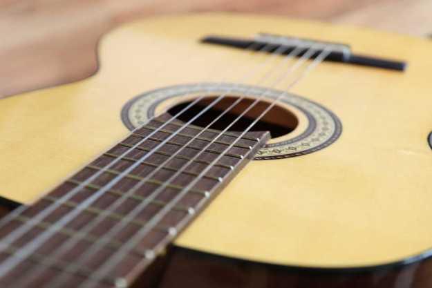 Sueños con cuerdas de guitarra rota