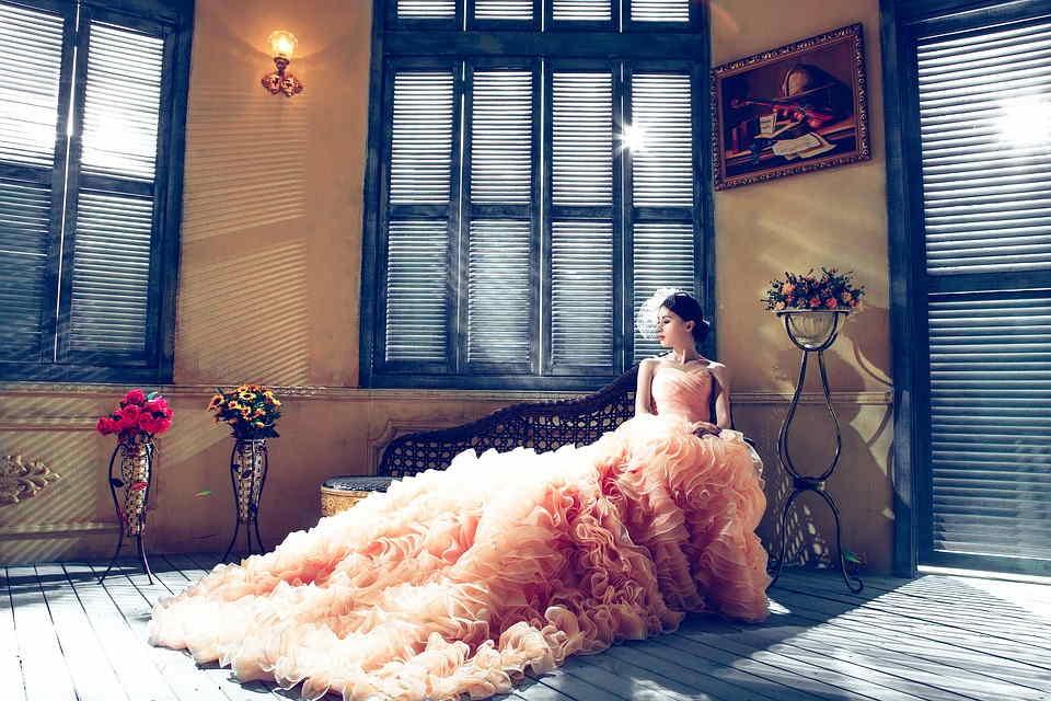 Sonar con vestido de novia anaranjado